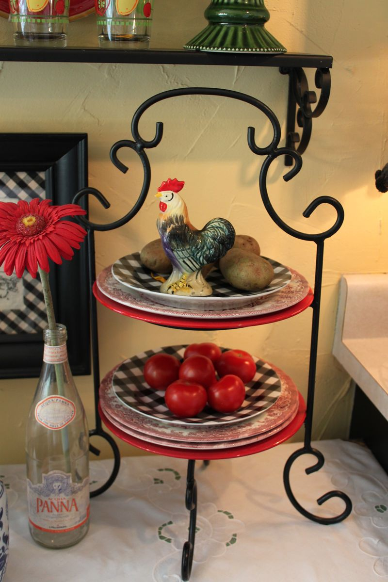 Rooster Kitchen Decor Rooster Decor For Kitchen Roselawnlutheran