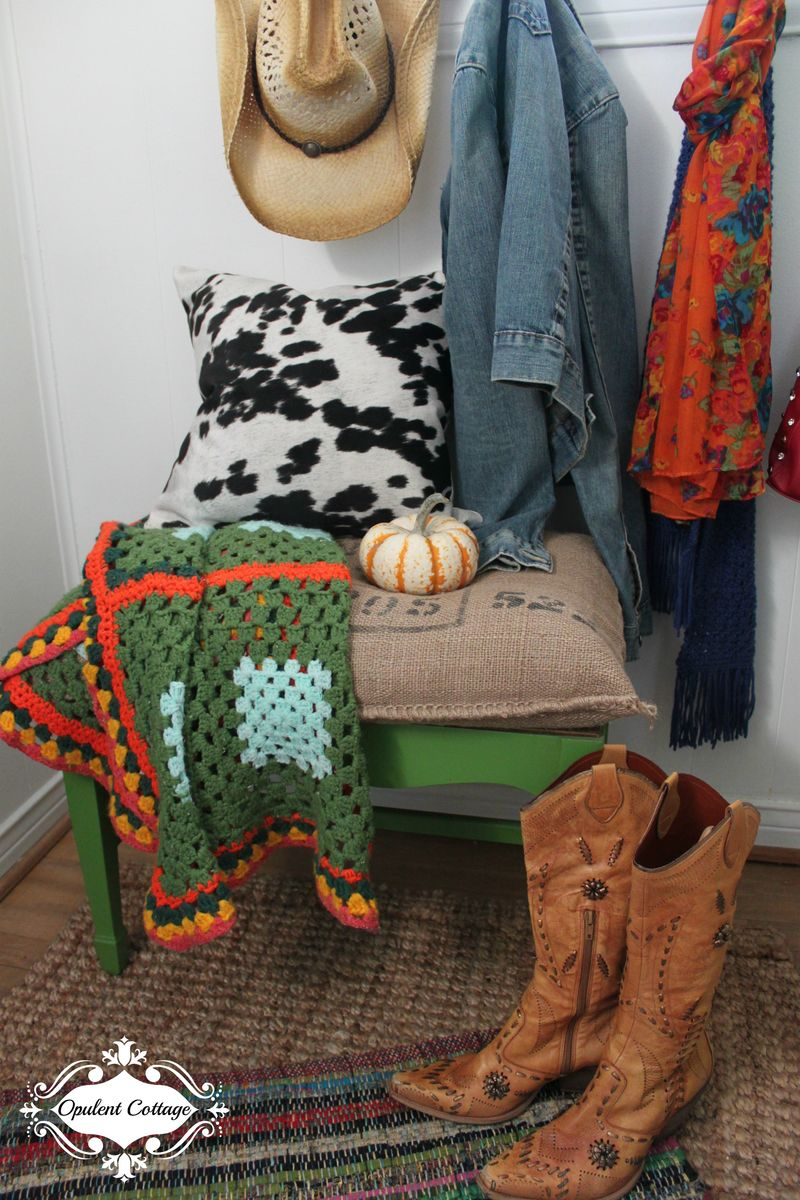 Opulent Cottage Fall Foyer Bench